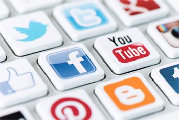 L'instance supérieure de la fonction publique relevant de la présidence du gouvernement s'apprête à édicter une note circulaire à l'adresse des administrations tunisiennes où sera décrété comme interdit l'accès aux réseaux sociaux à l'instar de Facebook