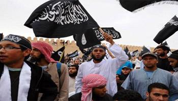 Un groupe de protestataires comprenant notamment des éléments appartenant au courant salafiste