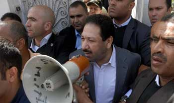 La branche d'Al-Qaïda en Afrique du Nord (AQMI) a revendiqué la responsabilité de l'attentat contre le domicile du ministre tunisien