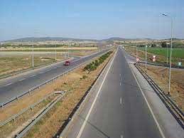 Un nombre des habitants de de la ville d'Enfidha a barré l'autoroute et de la GP1 reliant Sousse et Tunis