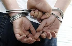Un agent de l'ordre et ses compagnons ont été incarcérés en possession de quatre kilos de drogue lors d'un contrôle sur la route menant