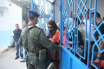Tunis ecole primaire de la rue de marseille : une file pour les