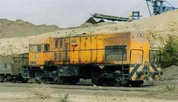Les conducteurs de trains de la Société Nationale des Chemins de Fer Tunisiens (SNCFT) transportant le phosphate extrait du bassin minier