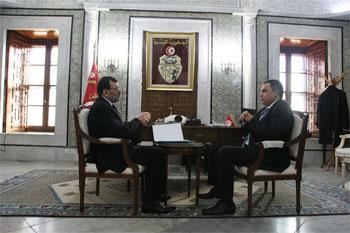 Le portail de la présidence du gouvernement vient d' annoncer qu'une rencontre a eu lieu mercredi matin entre Mahdi Jomâa et Ali Lâarayedh à la Kasbah