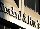 L'agence de notation Standards& Poors vient d'abaisser les notes de cinq banques tunisiennes dans la foulée de l'abaissement de la note souveraine de devises étrangères et monnaie locale et la note de crédit de la Tunisie à 'BB / B'. ...