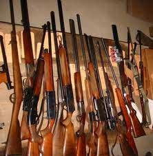 Deux patrouilles de la police judiciaire ont réussi à saisir 15 fusils de chasse emballés dans 2 sacs en plastique et se trouvant à la station de train