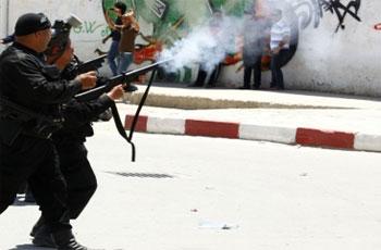 <div>La région d'El Omrane à Tunis est actuellement le théâtre d'affrontements entre les forces de sécurité et des groupes salafistes.</div><div><br /></div>