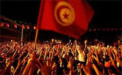 Plus de 40.000 Tunisiens sont descendus mardi soir 06 aout 2013