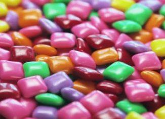 """La gomme à mâcher """"Dauphin-Tuttu Frutti"""" nuit à la santé ! De1-326x235"""