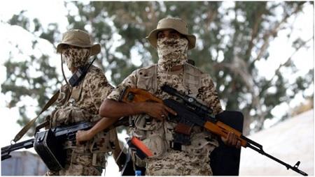 Les combats se poursuivent à Tripoli et font des milliers de déplacés