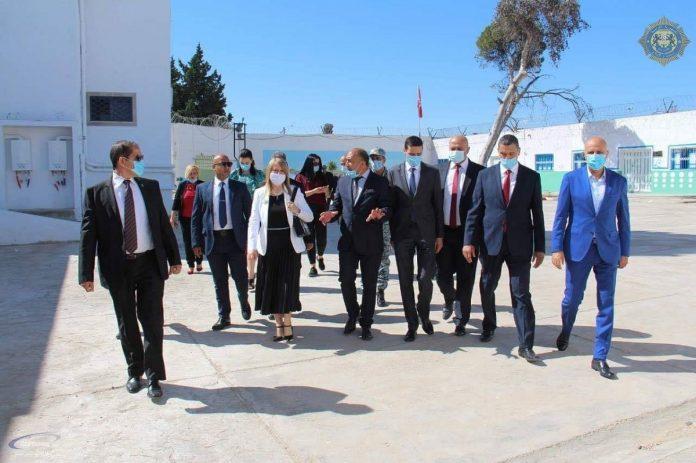 La ministre de la justice visite deux centres pénitentiaires à El Mghira et El Mourouj