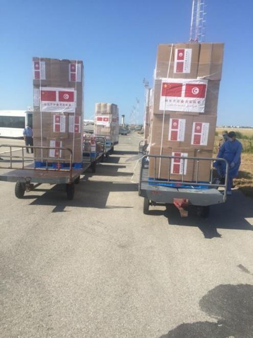 Arrivée d'une cargaison d'aide médicale pour ...