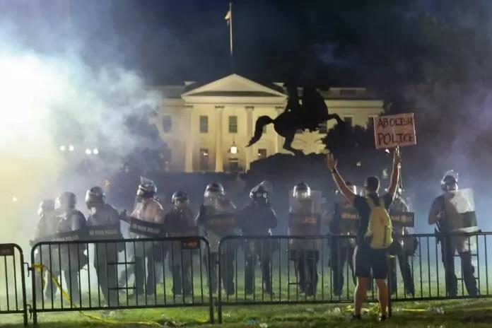 Emeutes aux portes de la Maison-Blanche