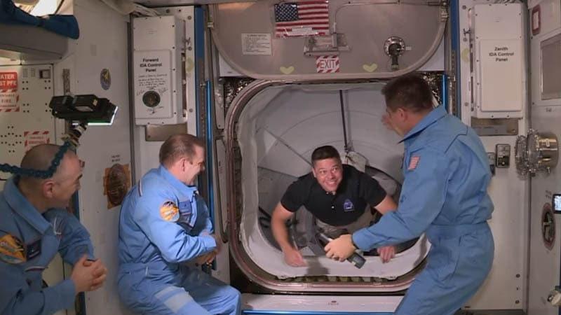 SpaceX: La capsule s'est amarrée avec succès, ...